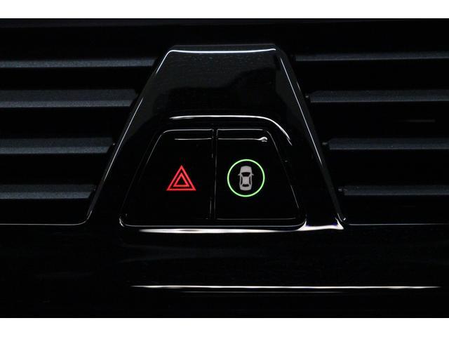 衝突軽減ブレーキの設定とハザードスイッチはインパネ中央部のわかりやすい位置に配置されております。