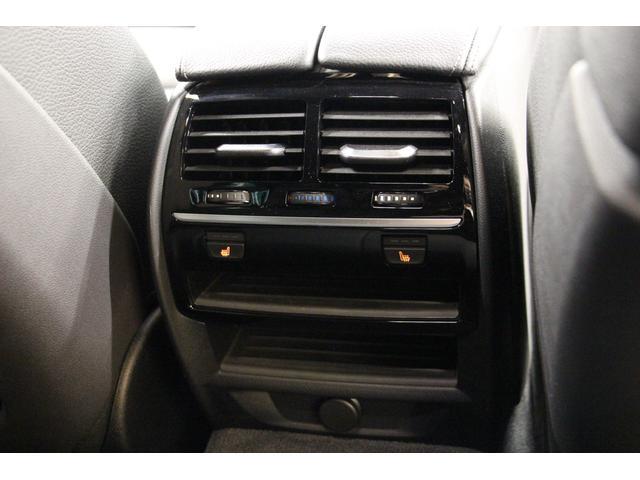 後部座席向けに空調の吹き出し口と、シートヒーターを装備しております。