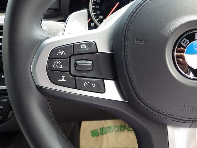 サイドウィンカーはドアミラーに内蔵されており、視認性とデザイン性を両立しております。