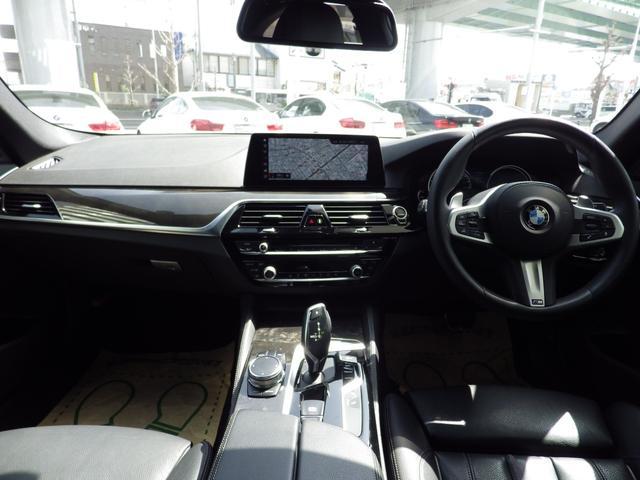 電動トランクゲートを装備しております。