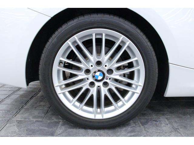 タイヤサイズは、前225/45R17、後245/40R17です。