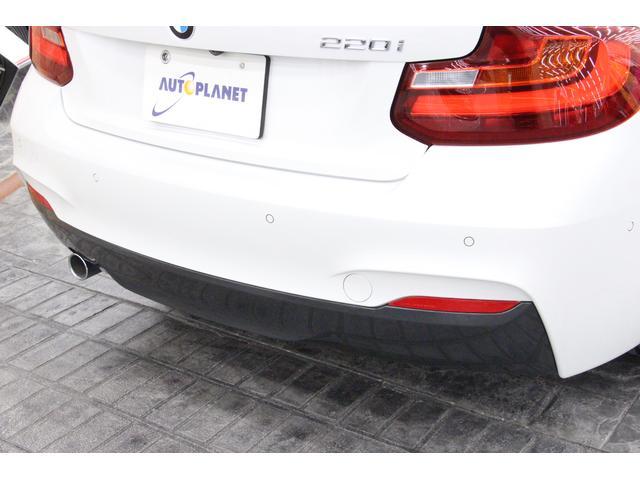 コーナーセンサーも装備されておりますので、駐車時も安心です。