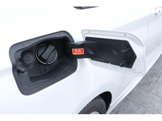 使用燃料は無鉛プレミアムガソリンです。