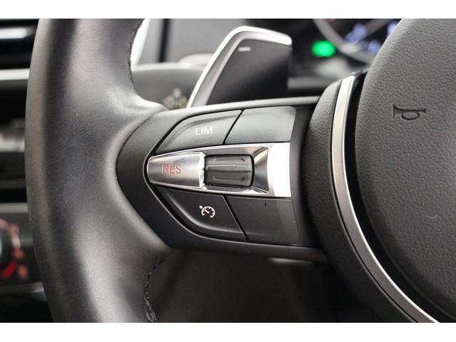 ステアリング左側には、任意の速度で設定可能なスピードリミッターとクルーズコントロールのスイッチがございます。