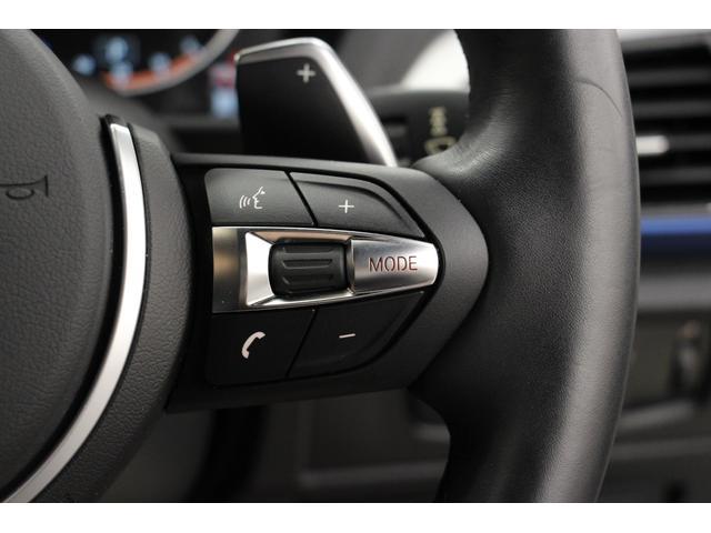 ステアリング右側には、オーディオやハンズフリー通話のスイッチがございます。