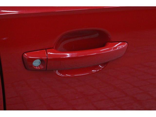 スマートキーも装備しているため、カバンからカギを取り出すことなく、乗り込むことができます。