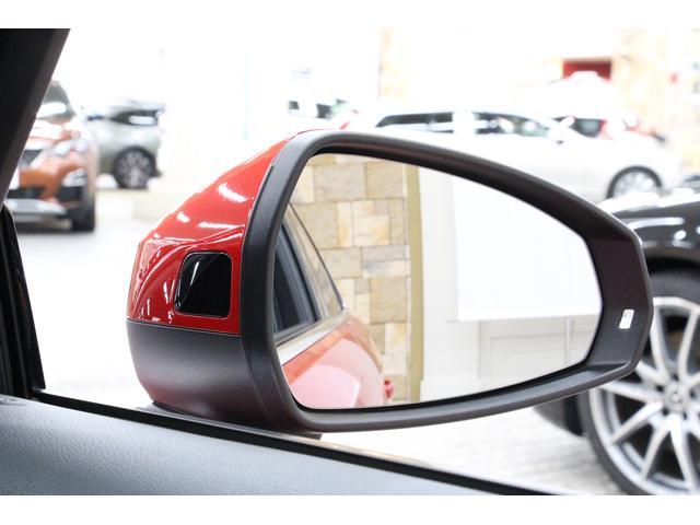 死角の車両の存在をLEDで表示する、BSMも装備しております。