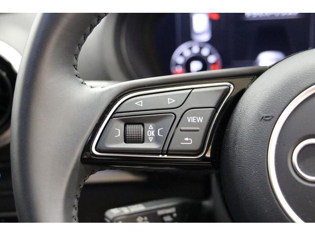 ステアリング左側にはメーター表示の操作スイッチがございます。