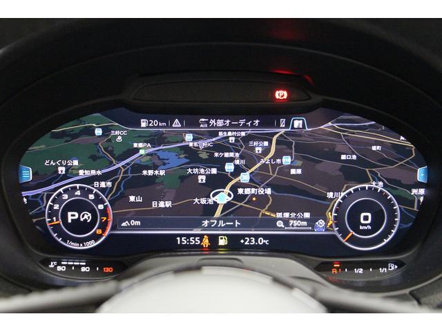 スピードメーターにナビ画面を大きく表示が可能です。