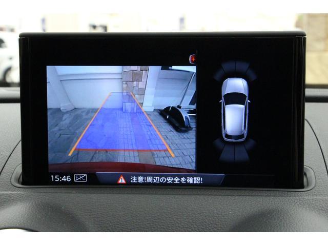 バックカメラとコーナーセンサーの情報を同時に表示が可能です。