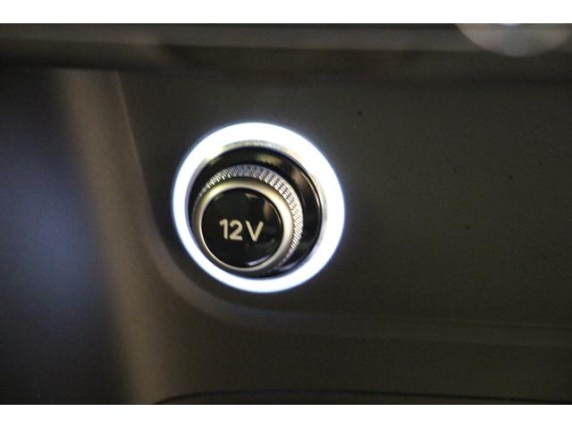 インパネ中央の下部に12Vのアクセサリーソケットがございます。