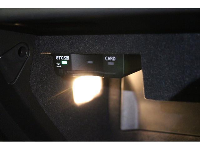 ETCカードの挿入口がグローブボックス内にございます