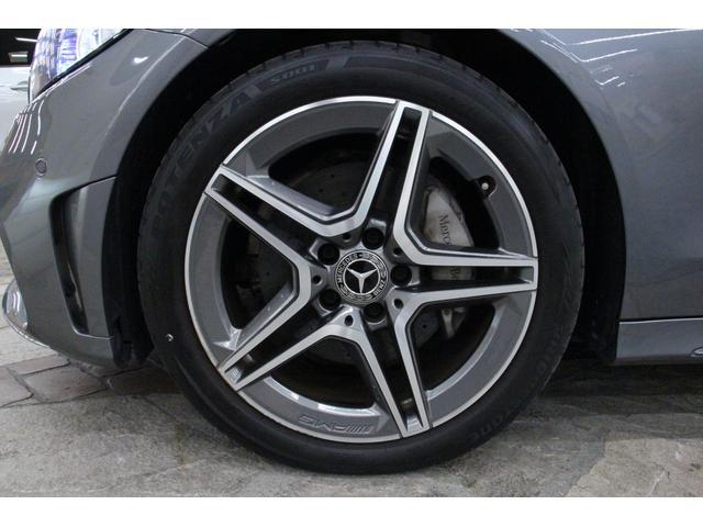 タイヤサイズは、前輪が225/45R18、後輪が245/40R18です。