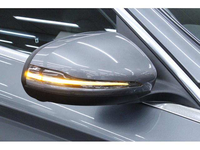 サイドウィンカーは、ドアミラーに内蔵されており、視認性・デザイン性を両立しています。