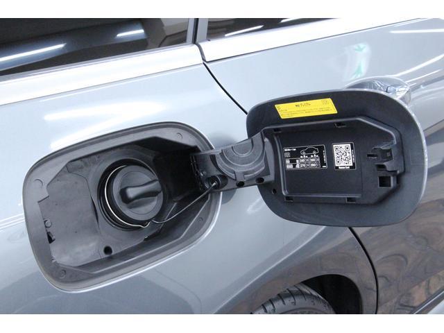 燃料はハイオク(無鉛プレミアムガソリン)で、燃料タンク容量は66Lです。燃費は、JC08モード燃費で13.6km/Lです。エンジンは直列4気筒DOHCターボ+モーターで、総排気量は1496cc。