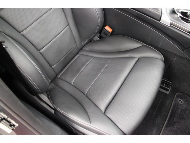 運転席のシートです。きれいで状態も良いです。