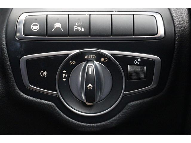 ステアリングアシストやレーンアシストなどの一部の安全装備の操作は、ボタンからも可能です。オートライトも装備しており、消し忘れ・付け忘れの心配もありません。