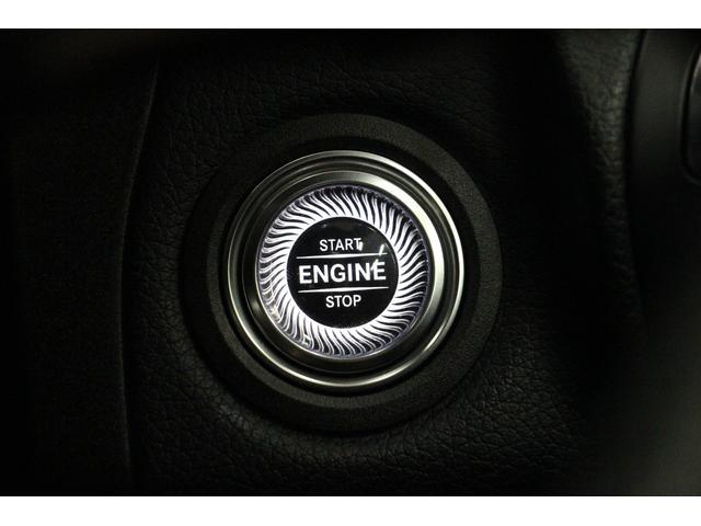 プッシュ式のエンジンスタートボタンです。