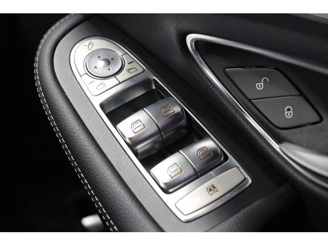 運転席から、各ウィンドウやドアロック、サイドミラーを操作可能です。