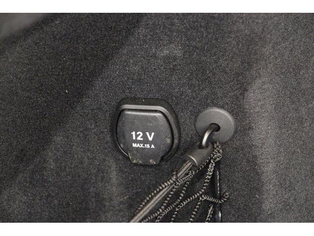 12V電源ソケットがラゲッジスペースにも装備されています。