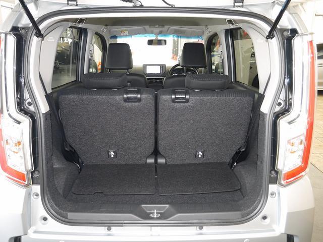 リヤシート分割、リクライニング&可倒により、荷物に合わせて荷室空間を変化できるカーゴルーム!