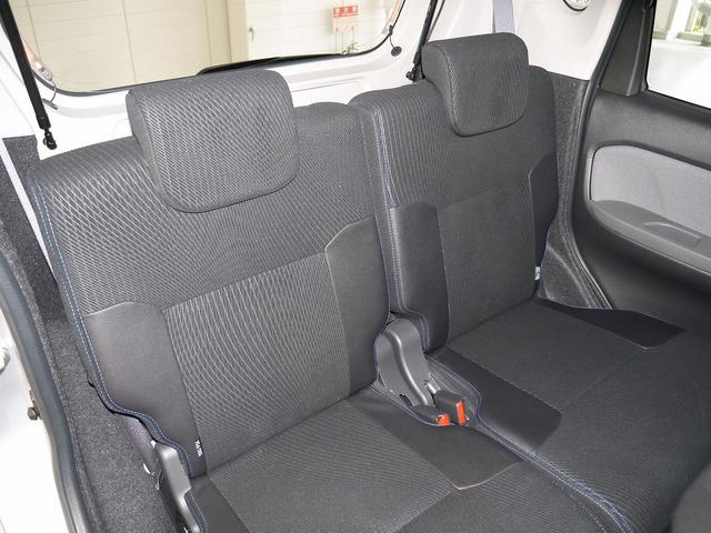 後席に乗る人のひざ周りにも十分なゆとりを確保し、全席快適なスペースを実現!