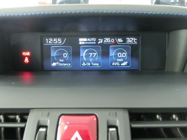 燃費計を中心とした『マルチファンクションディスプレイ』はインパネ上部の見えやすい位置に配置