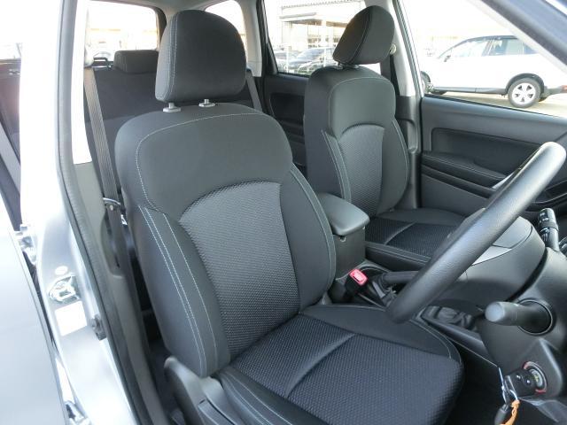 運転していても疲れにくい!体をしっかりと包み込んでくれるフロントシート☆