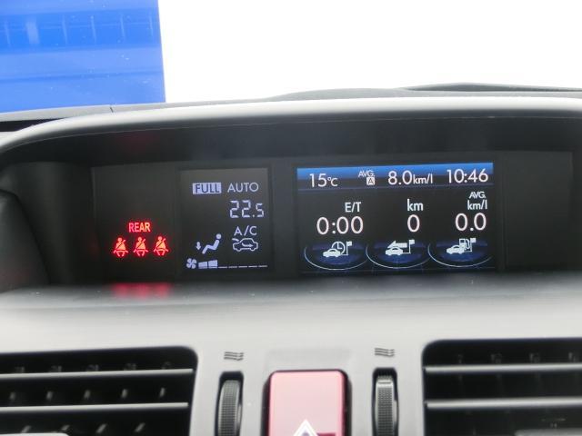 ダッシュボード中央にあるのがこちらのマルチファンクションディスプレイ。エアコンの表示もこちらです。視線を下げることなくエアコン温度等が確認できます。エアコン以外も運転中にあると便利な内容が表示されます