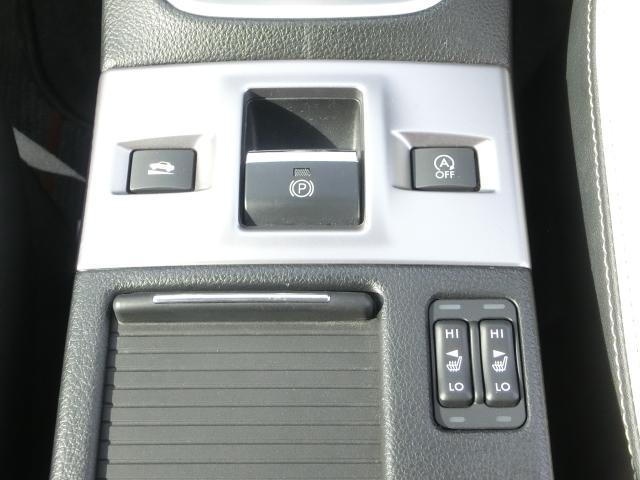 電動パーキングブレーキは操作性もよく、センターコンソールもスッキリとさせたデザインです!
