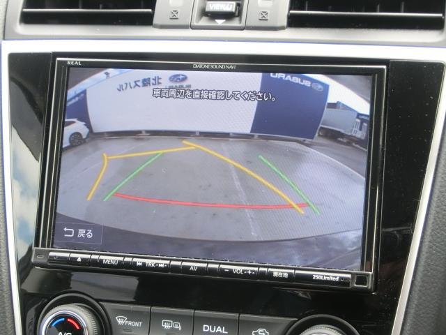 バックカメラはハンドルと連動しております。