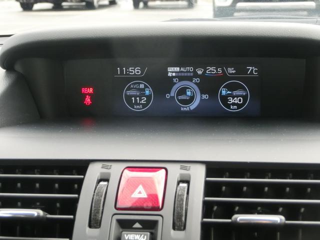 中央のモニターで様々な車両情報を確認できます