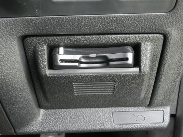 ETCは運転席、右下に装着されています。カードの有無を簡単に確認できるようになっております
