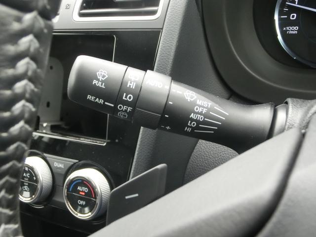 凹凸をつけてさわった感覚で操作できる仕様になってます。こうした小さい所にも安全運転へのこだわりがあります