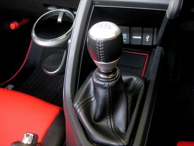 α F6速 センターディスプレイオーディオ バックモニター レザー調シートカバー ETC  バックモニター クルーズコントロール LEDヘッドライト ハーフレザーシート 革巻きサイドブレーキ(8枚目)