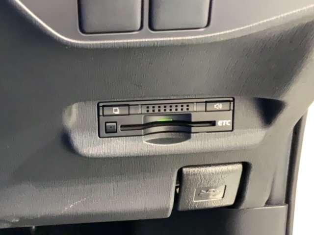 S 1年保証付き 禁煙車 純正Bluetoothナビ リアカメラ ETC DVDビデオ再生 HID フォグライト オートライト サイドカーテンエアバック スマートキー イモビライザー コーナーセンサー(16枚目)