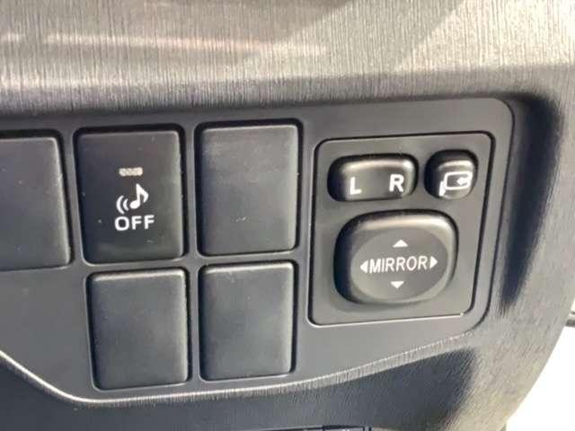 S 1年保証付き 禁煙車 純正Bluetoothナビ リアカメラ ETC DVDビデオ再生 HID フォグライト オートライト サイドカーテンエアバック スマートキー イモビライザー コーナーセンサー(18枚目)