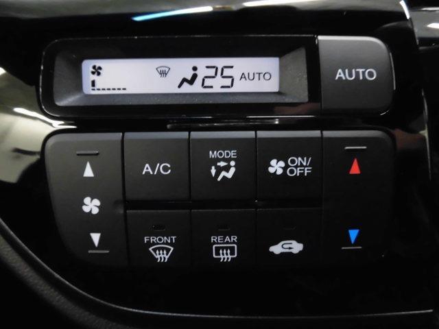 【オートエアコン】プラズマクラスター技術搭載のオートエアコン装備です。簡単操作で快適に過ごせます。