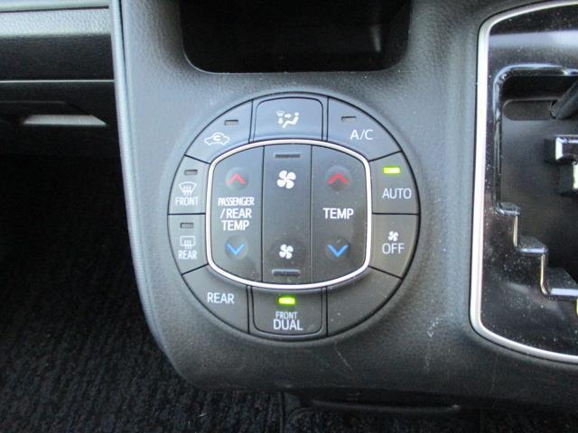 「オートエアコン」温度設定をするだけで車内の温度を自動管理できる装備です。マニュアルに比べて寒すぎ・暑すぎが防げてありがたい装備です。