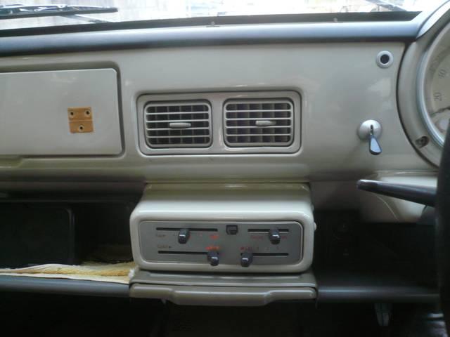 ベースグレード 社外オーディオ 内外装レストア車(18枚目)