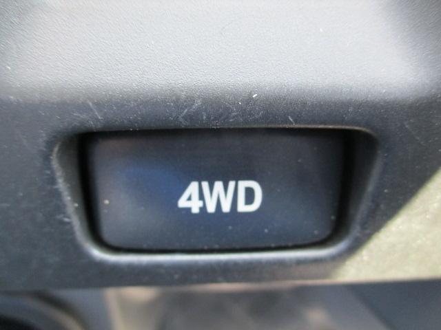 2WDと4WDの切替えはスイッチで。