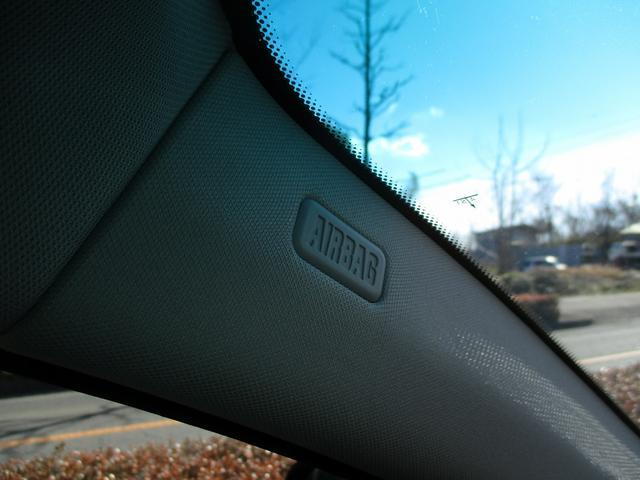 助手席エアバッグ、サイドエアバッグ装備で、運転席と合わせて安全性確保しています。