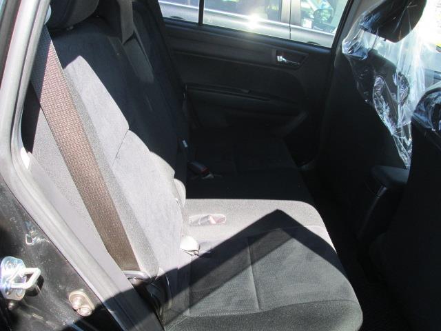 後列も同様にシート状態は良好です。ご家族・ご友人を乗せてドライブにお出かけしましょう。