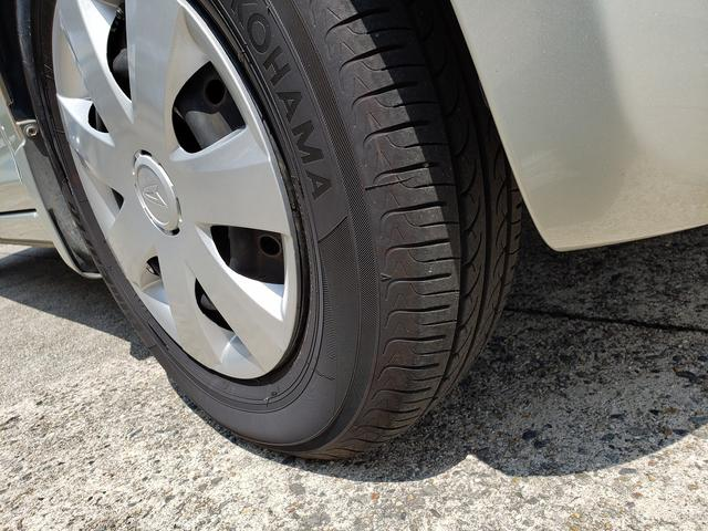 タイヤは4本とも2018年製ヨコハマブルーアース 8分山あります。