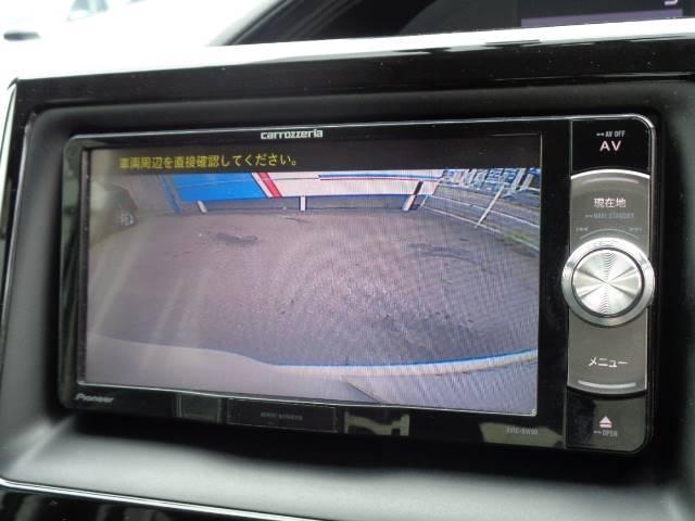 カロッツェリア7型ナビに映し出されるバックカメラ画像はフルカラーで後方確認も安心ですね♪ フルセグ,DVD,Bluetoothもお愉しみいただけます☆