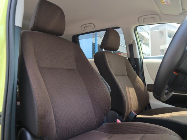 ブラウンを基調としたスタイリッシュな内装です。シートの状態も良く、内装もきれいです。