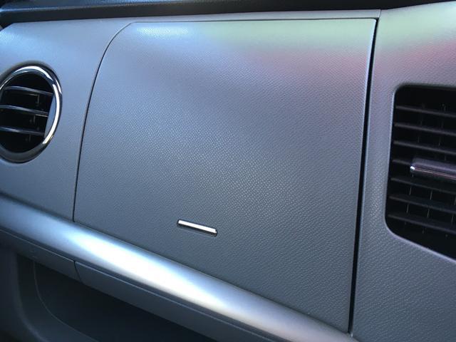 オートエアコンも装備され、快適な車内空間です。
