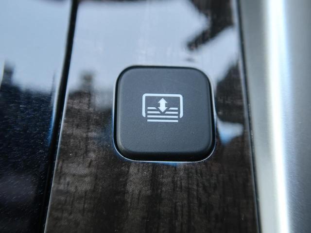 ●【電動リアサンシェード】を装備しております。日差しよけやプライバシー保護にも役立ちます☆運転席から操作可能で、後部座席に乗られる方をおもてなしできる、嬉しい機能ですよ!!!