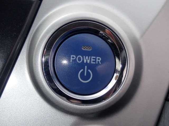 ワンプッシュでエンジンのスタート、ストップが出来て便利です。