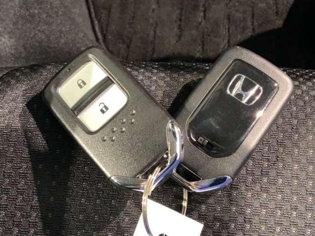 X・ホンダセンシング 2年保証 ワンオ-ナ- サイドSRS LED AW Bカメ LEDヘッド ワンオーナー車 ワンセグTV クルコン アルミホイール スマートキー TV アイドリングストップ 盗難防止装置 キーレス CD(15枚目)